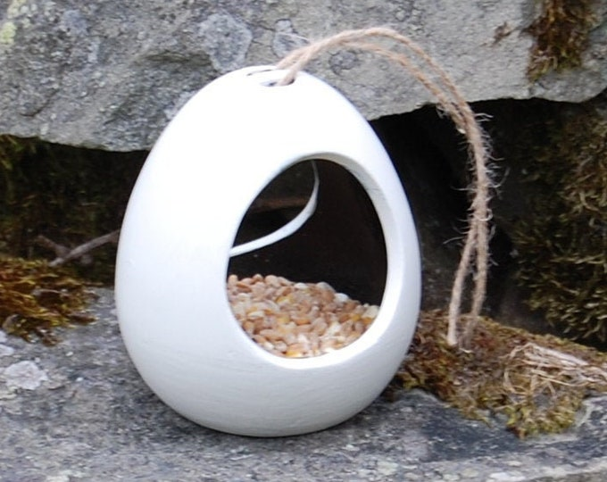 Two Tone White and Black  Ceramic Wild Bird Seed Feeder  - Gardening Gifts - Scottish Gifts - Birds - Apple - Balls - Suet