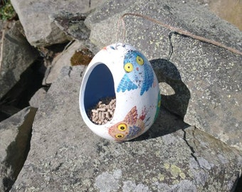 Patchwork Owls Two-Tone White and Blue Ceramic Wild Bird Seed Feeder  - Gardening Gifts - Scottish Gifts - Birds - Apple - Balls