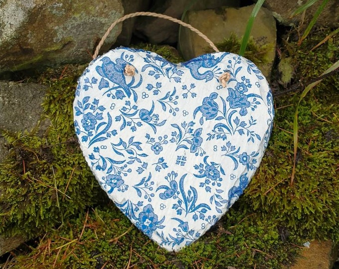 Vintage Blue and White China Style Slate Heart Hanger - Hanging Heart  - Garden Decor - Decorative Sculpture