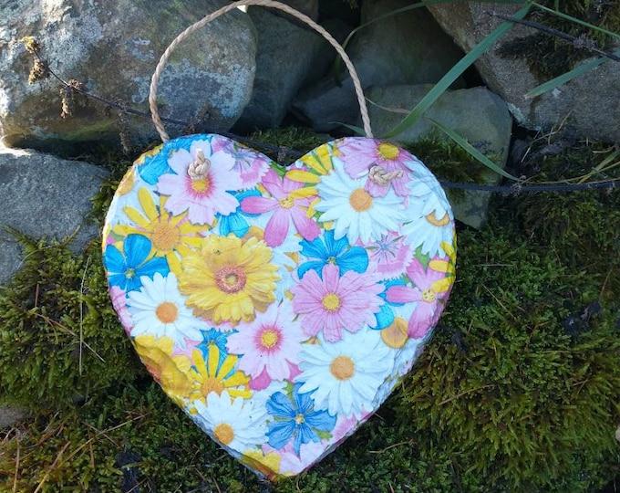 Gerber Daisies Slate Heart Hanger - Hanging Heart  - Garden Decor - Decorative Sculpture