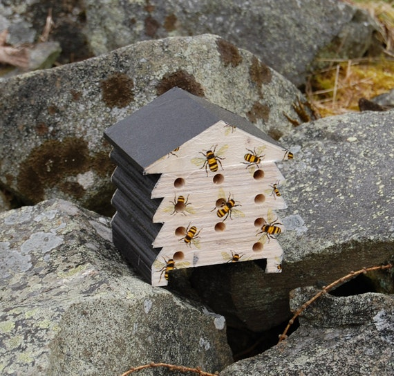 Busy Bees Honey Bumble Bee - Wooden Bee Hive House - Insect House - Bug Hotel - Bee House - Gardening Gifts - Garden - Scottish Gifts