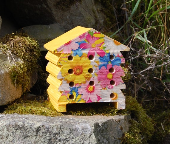 Yellow Daisy, Daisies, Pin, White and Blue - Wooden Bee Hive House - Insect House - Bug Hotel - Bee House - Gardening Gifts - Garden