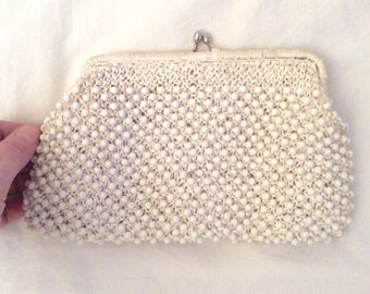 Pouch white raffia and pearls