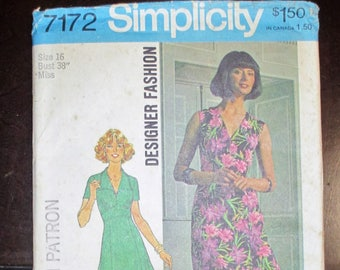 1975 Simplicity 7172 Misses' Dress in Two Lengths Designer Fashion Size 16 Bust 38'' UNCUT