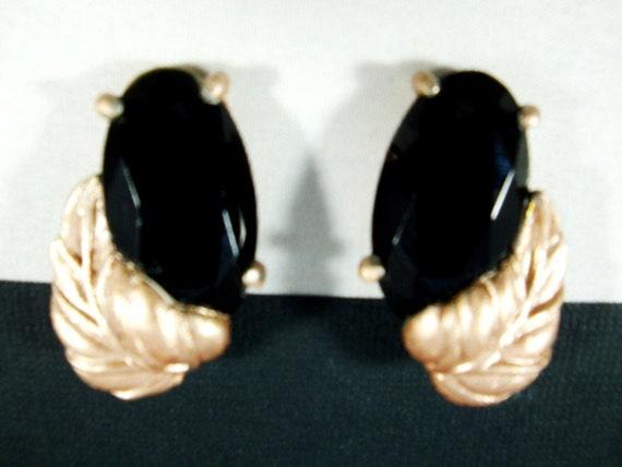 Elsa Schiaparelli Black Glass Rose Gold Plated Lea