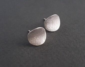 Lichen curve silver stud earrings