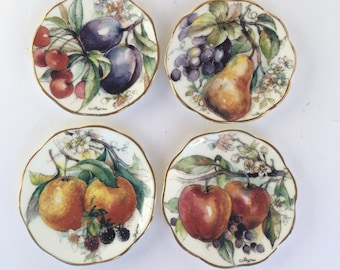 Set of four English bone china mini decorative plates painted with assorted fruits. Wall decor. Shelf decor. : mini decorative plates - pezcame.com