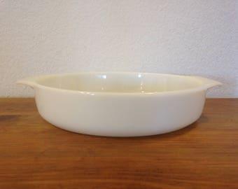 Anchor Hocking Milk Glass Dish 9 in 1.5 QT 429