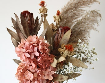 Dried flower bunch, Protea red robyn, Hydrangea