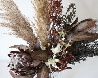 Dried flower bunch, Protea, Pampas, Kangaroo paw