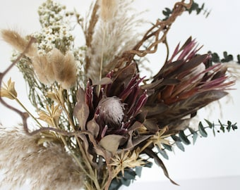 Dried flower bunch, Protea, Pampas