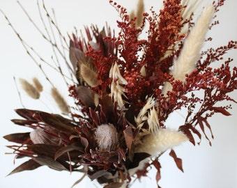 Preserved flower bunch, Protea brenda, Autumn gradations