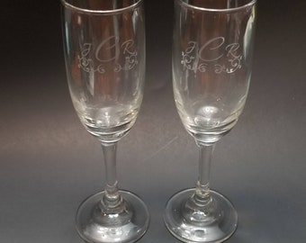 Personalized Couples Champagne Flute Glasses | Set of 2 | Wedding Engagement Glasses | Custom Flute Glasses | Custom Champagne Glassware