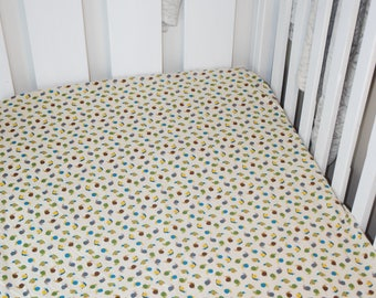 Fitted Cot Sheet (snails)