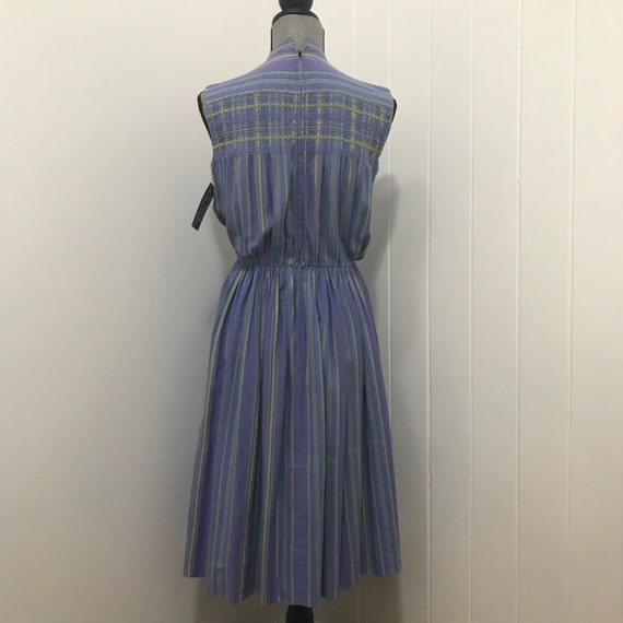 1940's Cotton Smocked & Embroidered Day Dress - image 5