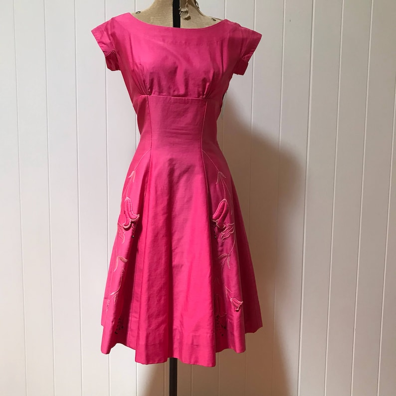 3d6bafb2613 1950s Fuschia Pink Cocktail Dress with Appliqué Detail with