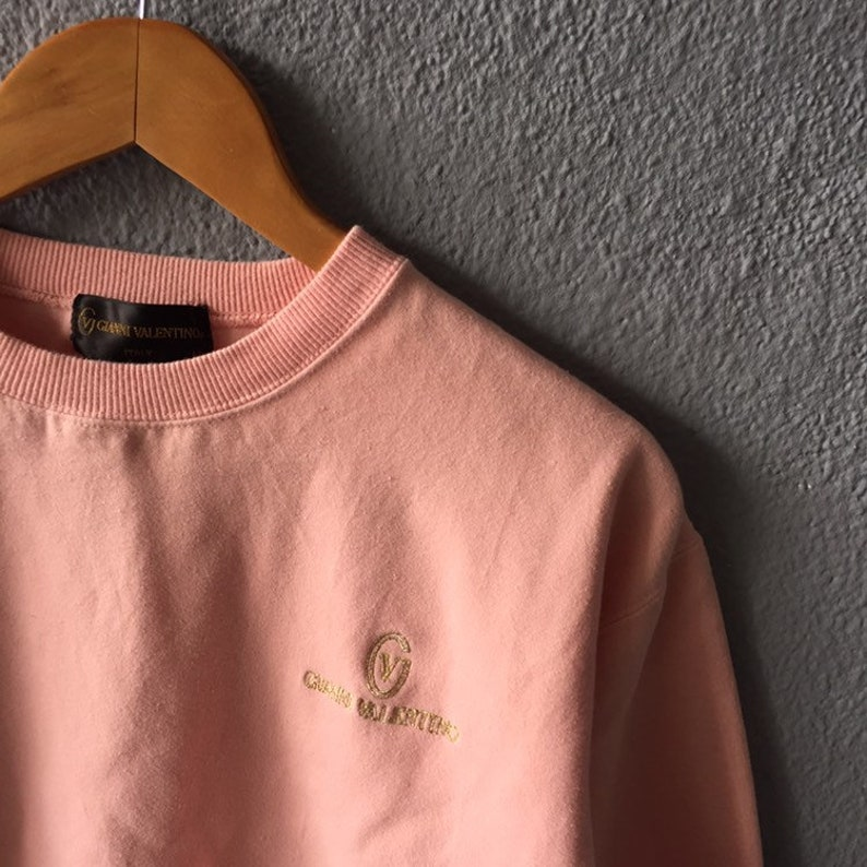 Vintage 90s Gianni Valentino Small Logo Embroidery Sweatshirt Crewneck Gianni Valentino Jumper Pink Colour Size M