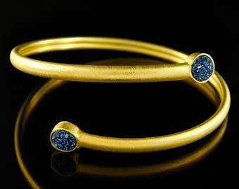 Open bangle, Raw gemstone bangle, Gemstone bangle, Blue quartz bracelet, Twisted bangle, Stylish bracelet, Gemstone bangle, Raw gemstone