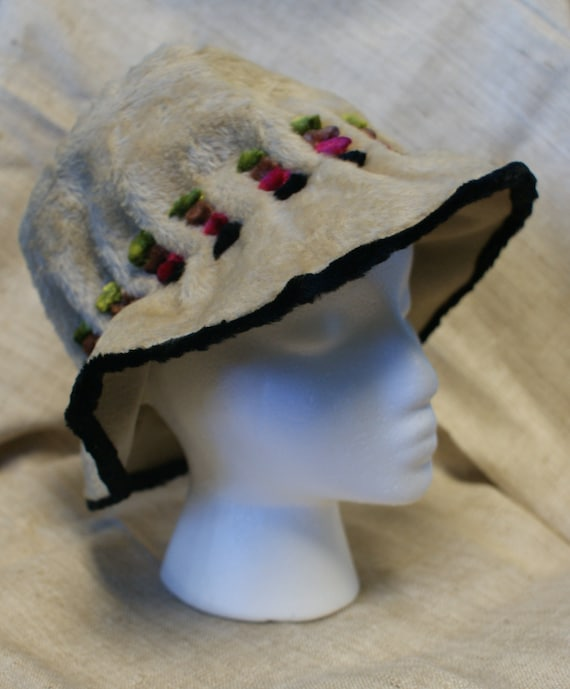 Vintage Ivory Faux Fur Bucket Hat