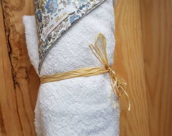 Baby bath cape in Liberty // baby bath outing // handmade birth gift