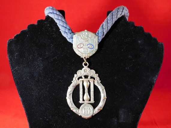 1 Antique IOOF Odd Fellows Braided Rope /& Medals  No 6