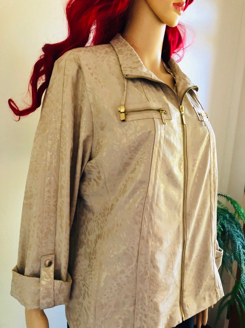 Gold iridescent Animal print size 2 Vintage Zenergy by Chico/'s light jacket tan background Zipper front with zipper pockets medium