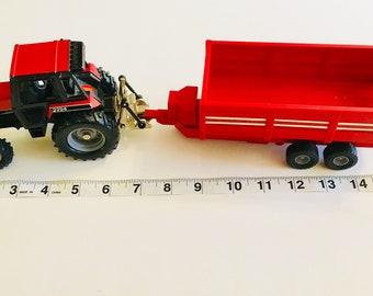 ERTLE, Case-International, 2294 Tractor set, is complete with Traler, 1-32 Ertl Vintage toy, manufactured in 1988