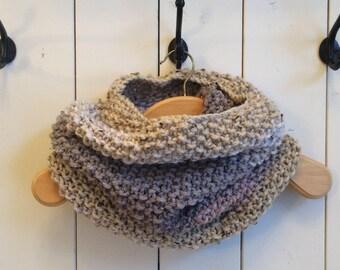 /Col/ scarf in grey, pink, beige wool Snood speckled