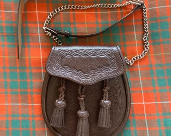 SCOTTISH PIPER Cheval Blanc Cheveux Kilt SPORRAN THISTLE Cantel Highland Kilts Ware