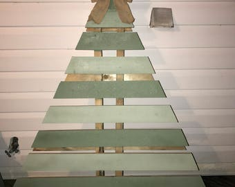 Outdoor Pallet Christmas Tree Decoration