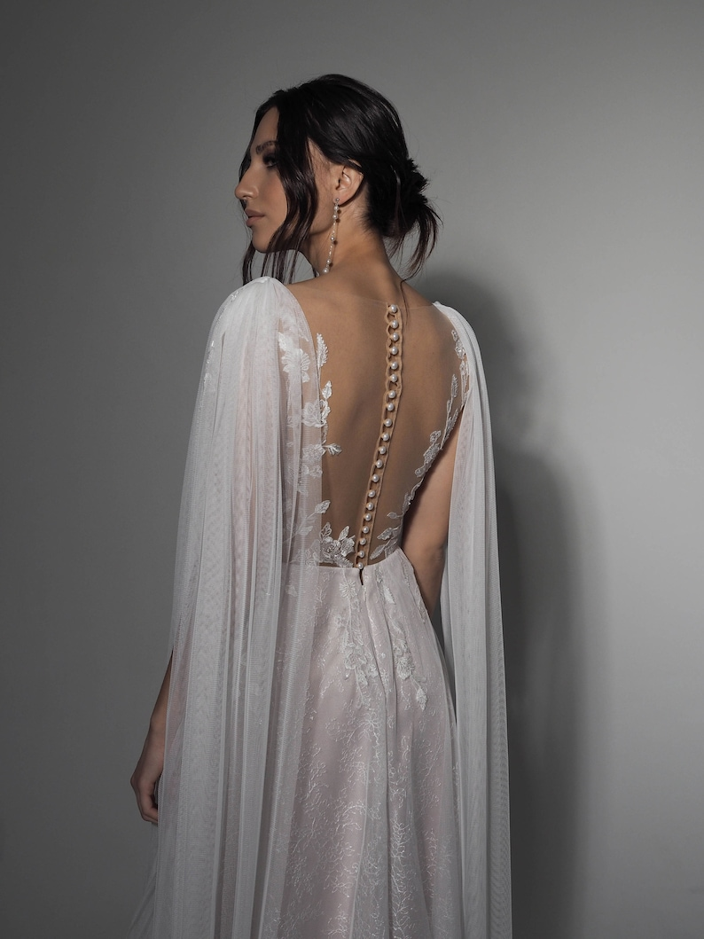 Elegant And Sexy Wedding Dress  Sparkling And Glittering  image 0