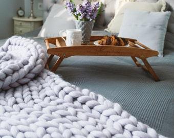 Pearl-gray chunky blanket