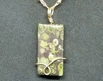 gold wire wrapped green Epidot pendant
