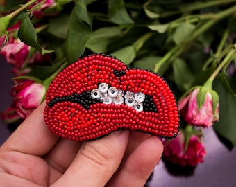 """Bead embroidered Brooch """"Juicy lips"""" red lips"""