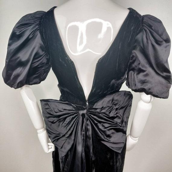 Vintage 1980s Gunne Sax Black Velvet Wiggle Dress… - image 7