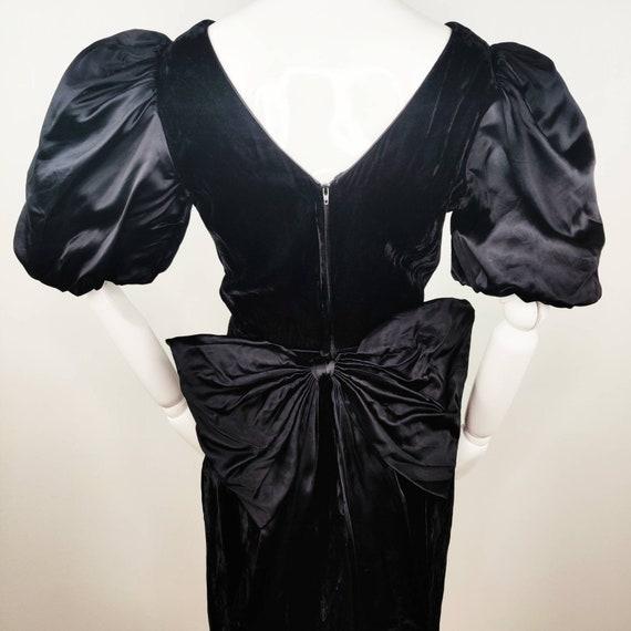 Vintage 1980s Gunne Sax Black Velvet Wiggle Dress… - image 6