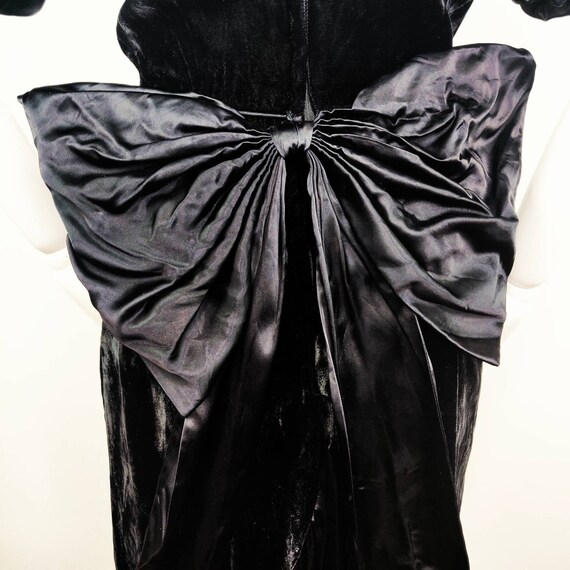Vintage 1980s Gunne Sax Black Velvet Wiggle Dress… - image 8