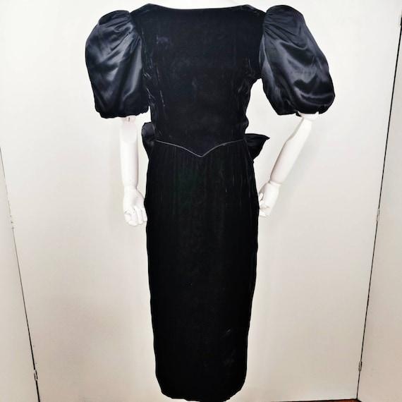 Vintage 1980s Gunne Sax Black Velvet Wiggle Dress… - image 2