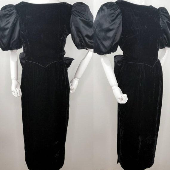 Vintage 1980s Gunne Sax Black Velvet Wiggle Dress… - image 1