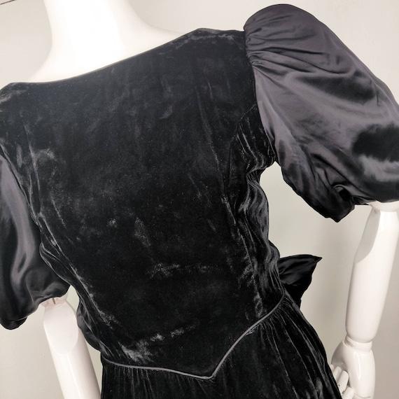 Vintage 1980s Gunne Sax Black Velvet Wiggle Dress… - image 3