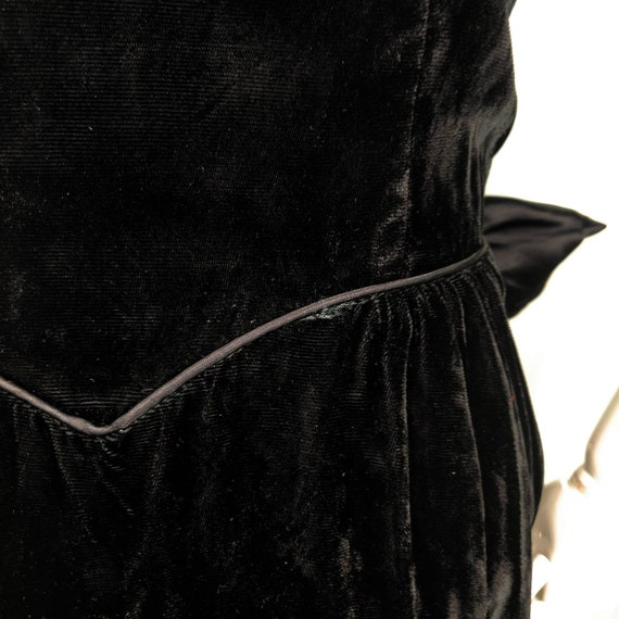 Vintage 1980s Gunne Sax Black Velvet Wiggle Dress… - image 9