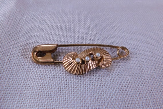 Vintage Pleated Curve and Seed Pearl Safety Pin, V