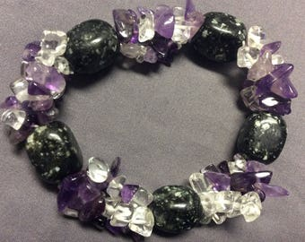 Crystal and amethyst stretch bracelet