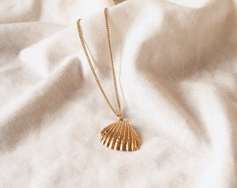 Tahlia Vintage Gold filled Seashell Charm Necklace - Mermaid Shell Pendant 18k Gold Filled with Chain