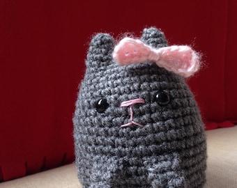 Crochet sitting cat