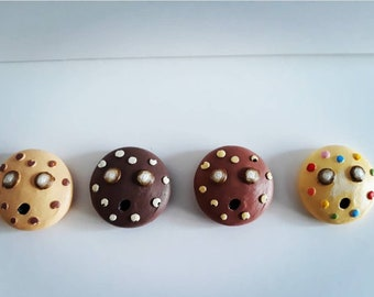 Cookie and Biscuit Zom Nom Necklaces.