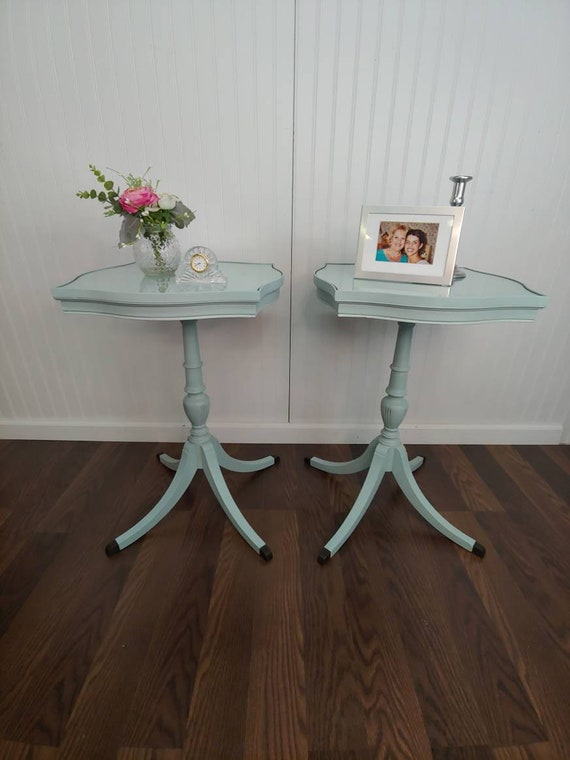 Duncan Phyfe Side Tables, Curvy Top Accent Tables, Pedestal Tables, Farmhousel Tables, Beachhouse Side Tables, Small Vintage Tables