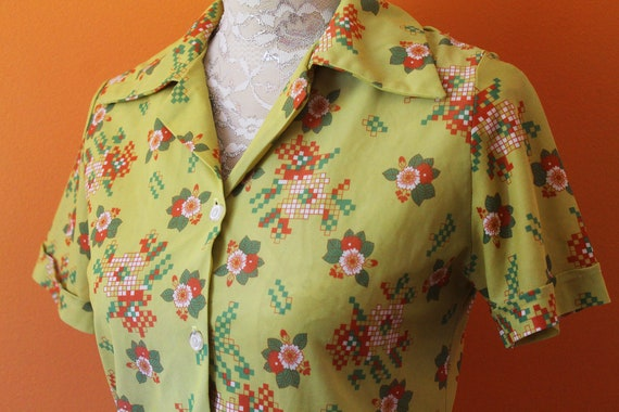 Vintage 1970s Chartreuse Flower Power Top (Small)