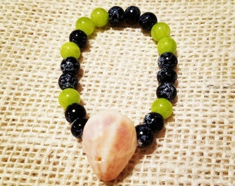 Stretch Bracelet made with a Beached Shell and Black and Green Glass Beads