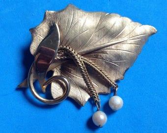 "Vintage! Lovely vintage gold tone & dangle pearl leaf pin 2"" x 1 1/4""."